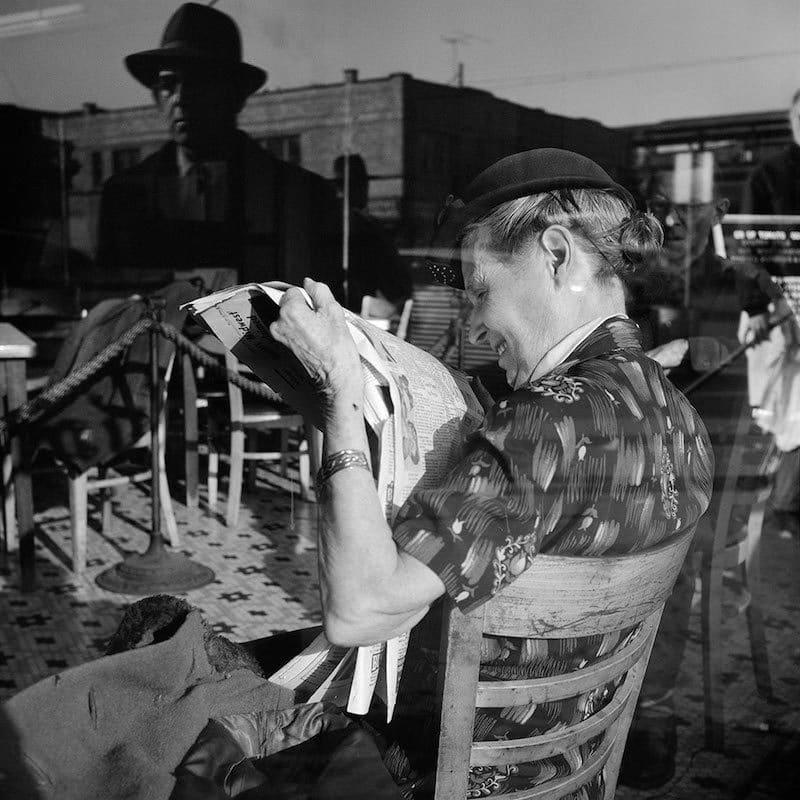 Vivian Maier Untitled Tirage gélatino-argentique, posthume 30,4 x 30,4 cm Dim. papier: 40,6 x 50,8 cm