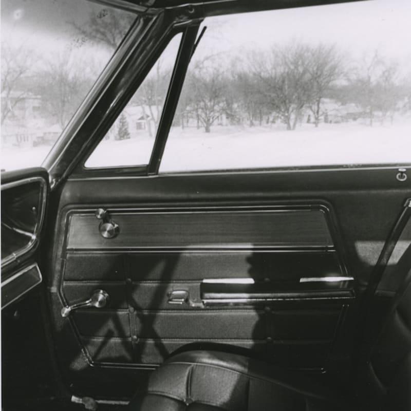 Tom Arndt Car interior in winter Tirage gélatino argentique d'époque réalisé par l'artiste 13,8 x 20,9 cm Dim. papier: 27,9 x 35,3 cm