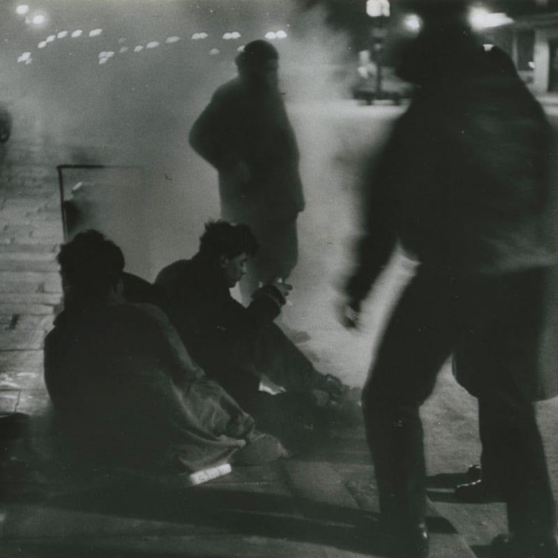Sabine Weiss Paris Tirage gélatino-argentique d'époque réalisé par l'artiste 22,5 x 21,5 cm Dim. papier: 22,5 x 21,5 cm
