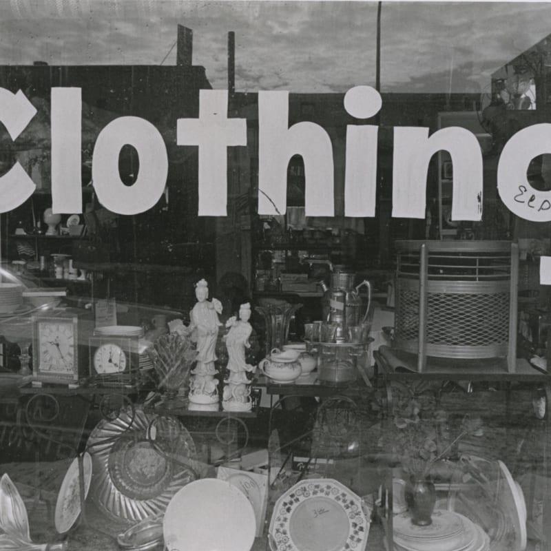 Tom Arndt Clothing, Minneapolis Tirage gélatino-argentique d'époque, réalisé par l'artiste 13,9 x 20,8 cm Dim. papier: 27,9 x 35,3 cm