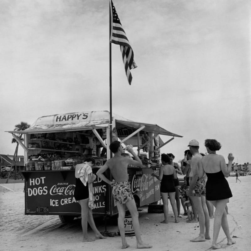 Berenice Abbott Happy's Refreshment Stand with woman, Florida Tirage gélatino-argentique postérieur 27,4 x 29 cm Dim. papier: 50,8 x 40,6 cm