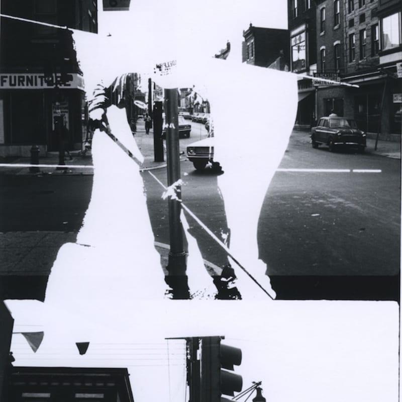 Ray K. Metzker Philadelphia: Double Frame Tirage gélatino argentique d'époque réalisé par l'artiste 14,2 x 22,7 cm Dim. papier: 20,3 x 25,4 cm