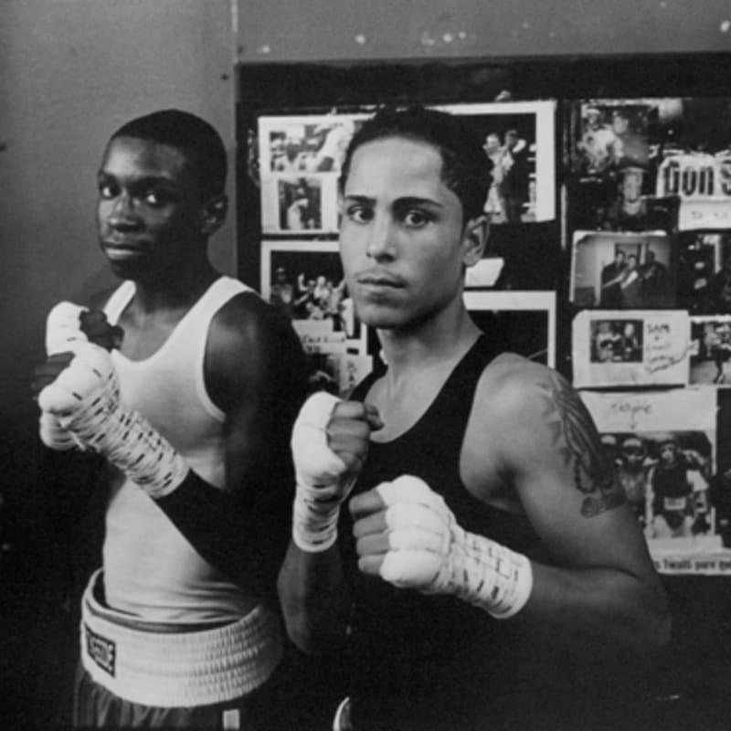 Tom Arndt Two boxers, Gleason's Gym, Brooklyn, New York Tirage gélatino-argentique moderne, réalisé par l'artiste 29,4 x 43,6 cm Dim. papier: 40 x 50 cm