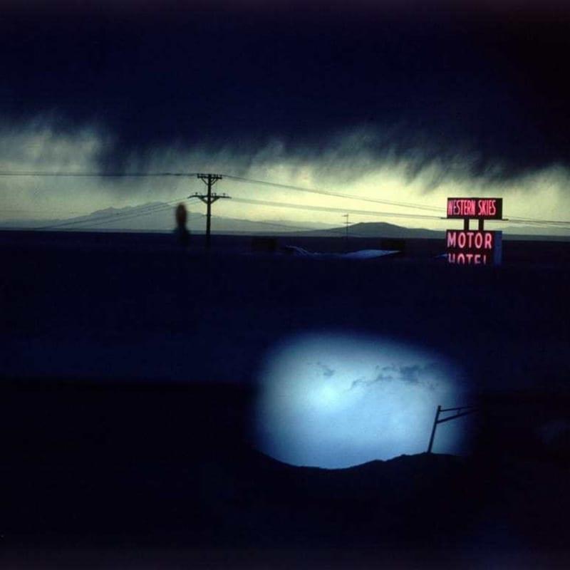 Ernst Haas Western Skies Motel, New Mexico, USA Tirage chromogène posthume 45,3 x 66 cm Dim. papier: 50,2 x 76 cm