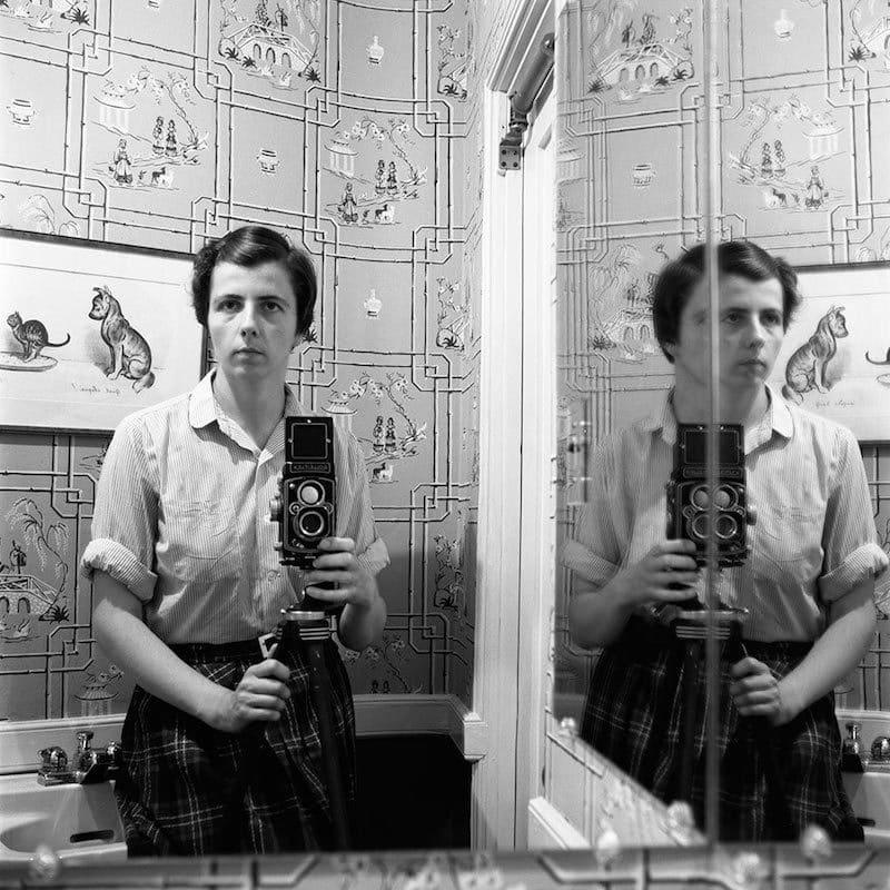 Vivian Maier Self-portrait Tirage gélatino-argentique, posthume 30,4 x 30,4 cm Dim. papier: 40,6 x 50,8 cm