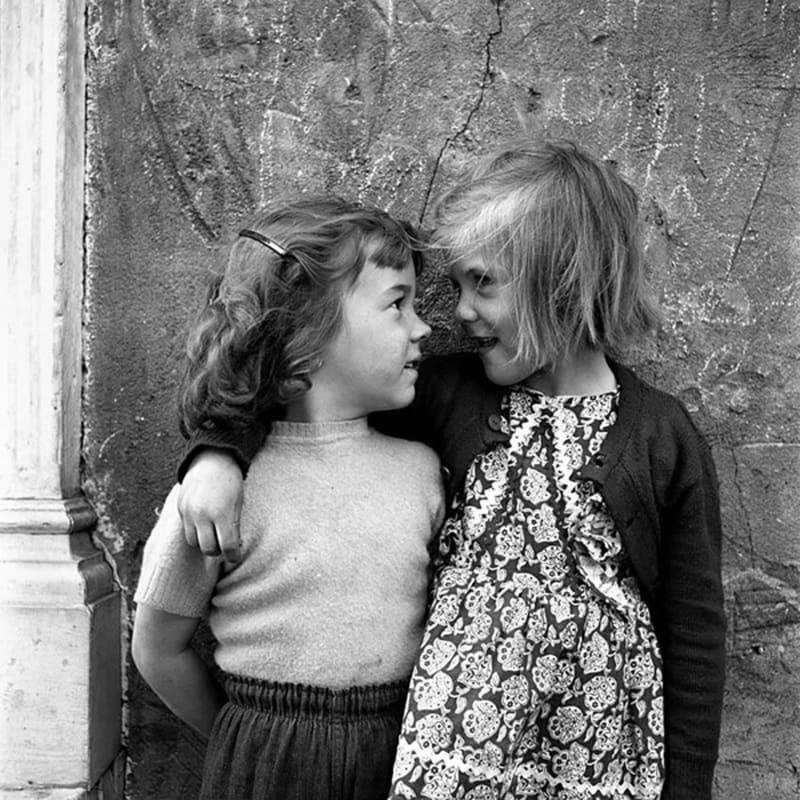 Vivian Maier Untitled, n.d. Tirage gélatino-argentique, posthume 30 x 30 cm Dim. papier: 40 x 50 cm