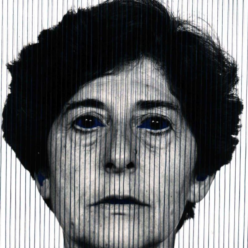 Esther Ferrer Autoportrait avec des yeux bleus photographie noir et blanc, travaillée avec des fils bleus & encre de chine 29 x 39 cm