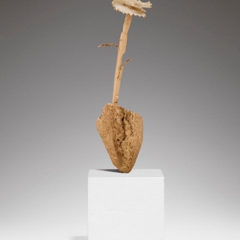 Pablo Picasso Fleur sculpture en pain et fleur en papier 24 cm (de hauteur) 9 1/2 in.