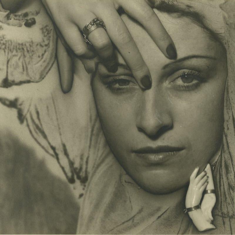 Man Ray Dora Maar Tirage argentique d'époque solarisé 8,4 x 6,4 cm (disponible) 8,4 x 6,4 cm (available)