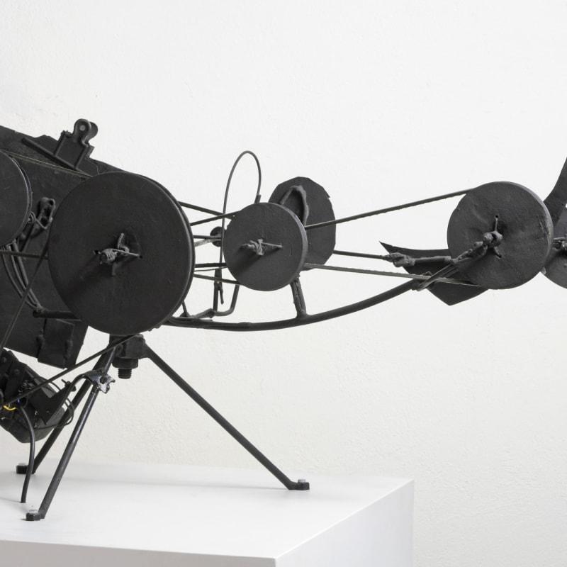 Jean Tinguely Métamatic n°7 Métal peint, fils, acier, ceintures en caoutchouc, moteur électrique et papier. 89 x 37,2 x 57 cm 15 3/4 by 12 5/8 by 0 3/4 in
