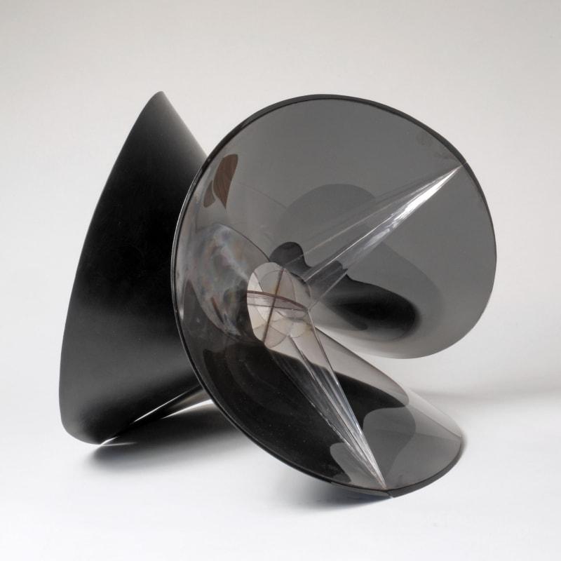 Naum Gabo Spheric theme : black variation rhodoide transparent et celluloïde noir 42,5 cm de diamètre 42,5 cm diameter