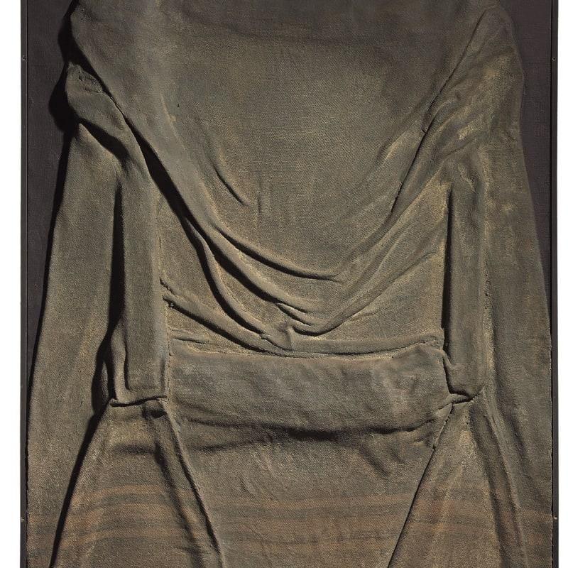 Antoni Tapies Tela plegada (Folded Canvas) Huile, toile de jute et sable sur toile 116 x 89.2 x 7 cm 45 5/8 x 35 1/8 x 2 3/4 in.