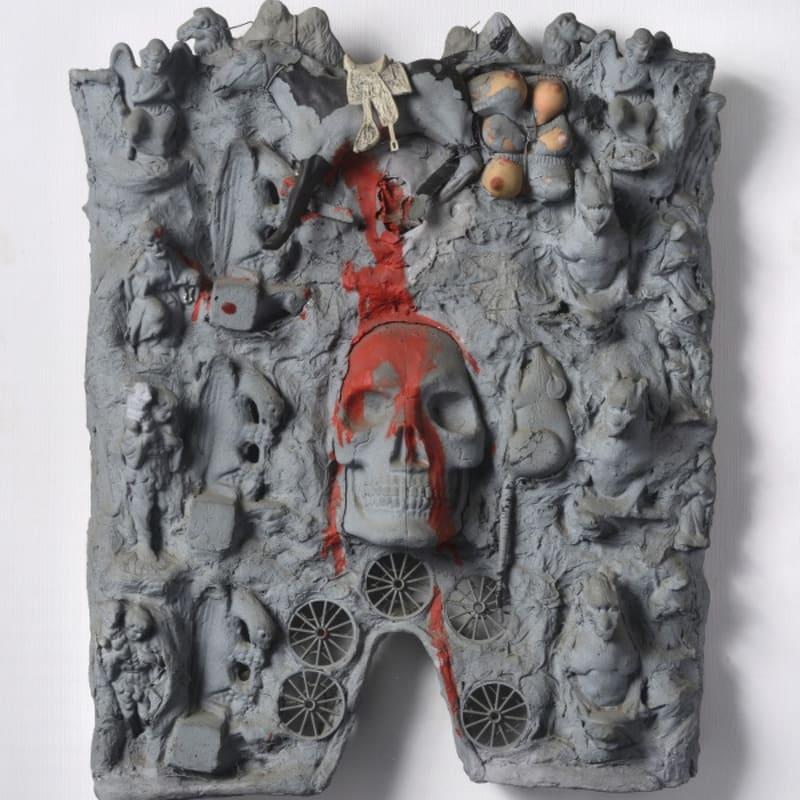 Niki De Saint Phalle Cathédrale (tir à la carabine) assemblage d'objets (crâne, santons et jouets) 58 x 45 x 10 cm