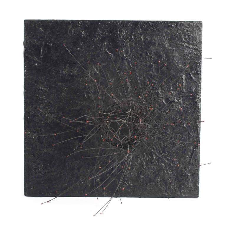 Pol Bury 113 Points rouges sur fond noir fils de nylon sur bois peint et moteur 40,5 x 41 cm