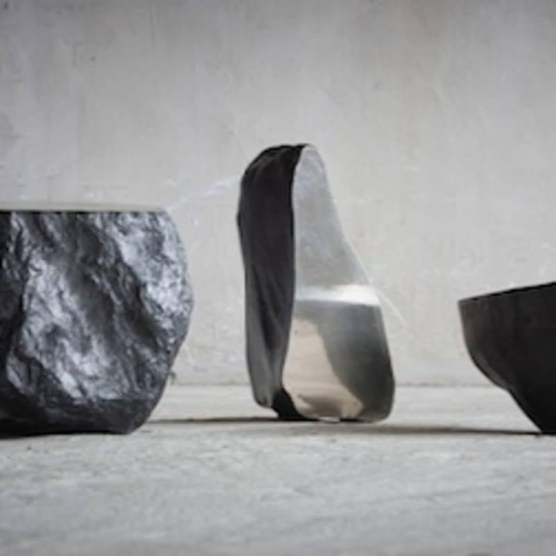Nobuo Sekine Phase of Nothingness Pierre et acier inoxydable 19x30x20 cm / 13x38x17 cm / 23x24x27 cm