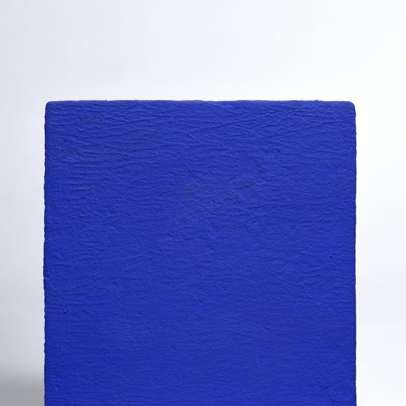 Yves Klein Monochrome bleu sans titre (IKB 314) Pigments purs et résine synthétique sur gaze montée sur panneau. 33 x 30,5 cm 13 x 12 in.