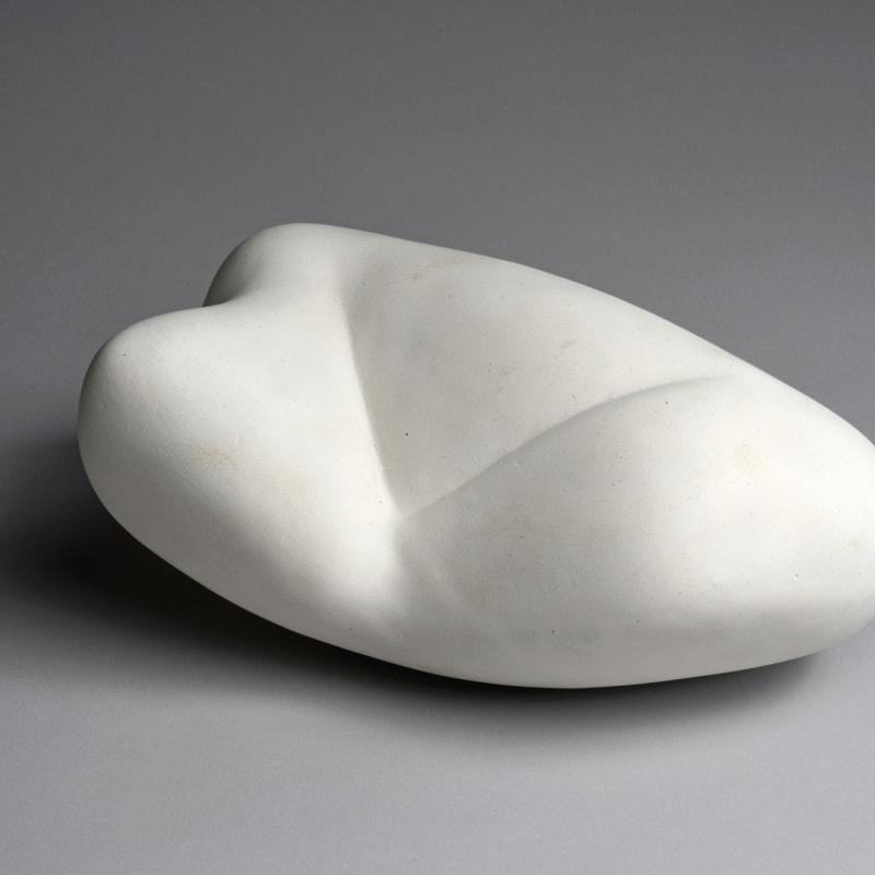 Jean Arp Sculpture d'une lettre sculpture en plâtre 10,5 x 24 x 15,5 cm 10,5 x 24 x 15,5 cm/ 10,5 x 24 x 15,5 cm (available)