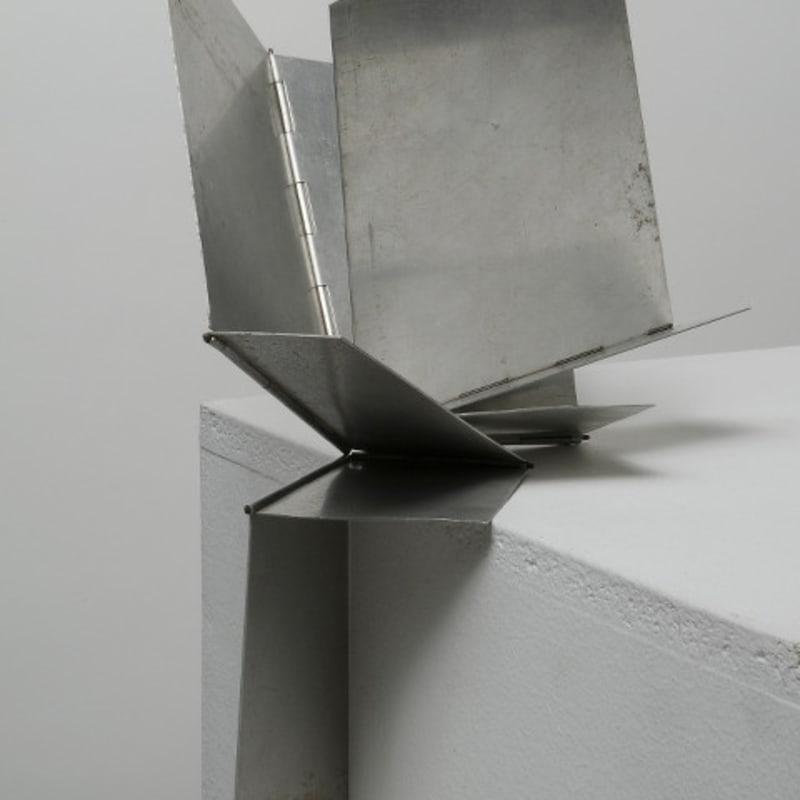 Lygia Clark Bicho 'Monumento a todas as situaçoes' sculpture en aluminium 22 x 22 x 21 cm (disponible) 21 1/2 by 17 3/4 in. (available)