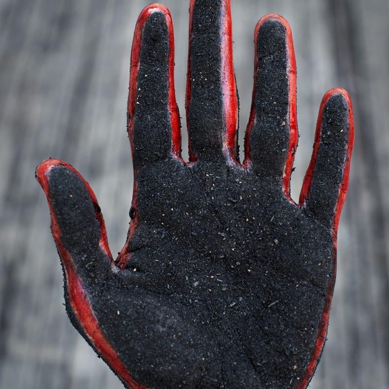 Rodrigo Braga, Sem título (mão de carvão e sangue), 2018