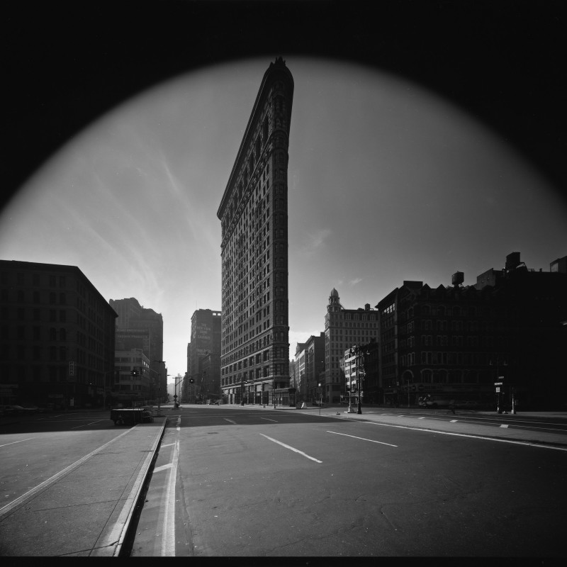 <div class=&#34;artist&#34;><strong>Elliott Erwitt</strong></div><div class=&#34;title_and_year&#34;><em>FLATIRON BUILDING, NEW YORK CITY, USA</em>, 1969</div><div class=&#34;signed_and_dated&#34;>SIGNED AND INSCRIBED WITH TITLE ON REVERSE</div><div class=&#34;medium&#34;>SILVER GELATIN PRINT</div><div class=&#34;dimensions&#34;>PRINTED ON 16 x 20 INCH PAPER</div>