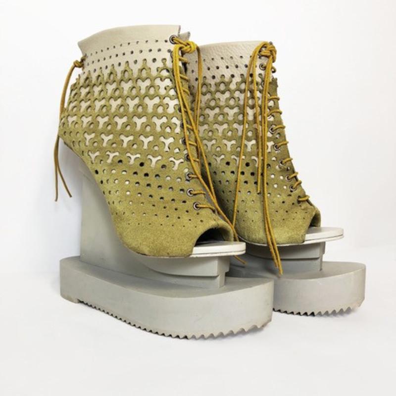 <span class=&#34;artist&#34;><strong>Iris van Herpen</strong><span class=&#34;artist_comma&#34;>, </span></span><span class=&#34;title&#34;>Ludi Naturae Shoes <span class=&#34;title_comma&#34;>, </span></span><span class=&#34;year&#34;>2018</span>