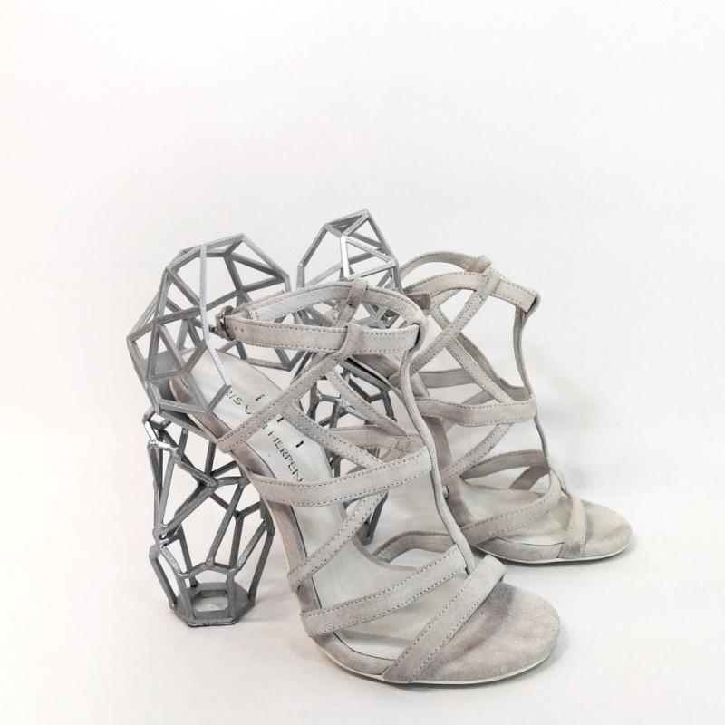 <span class=&#34;artist&#34;><strong>Iris van Herpen</strong><span class=&#34;artist_comma&#34;>, </span></span><span class=&#34;title&#34;>Aeriform Shoes white<span class=&#34;title_comma&#34;>, </span></span><span class=&#34;year&#34;>2017</span>