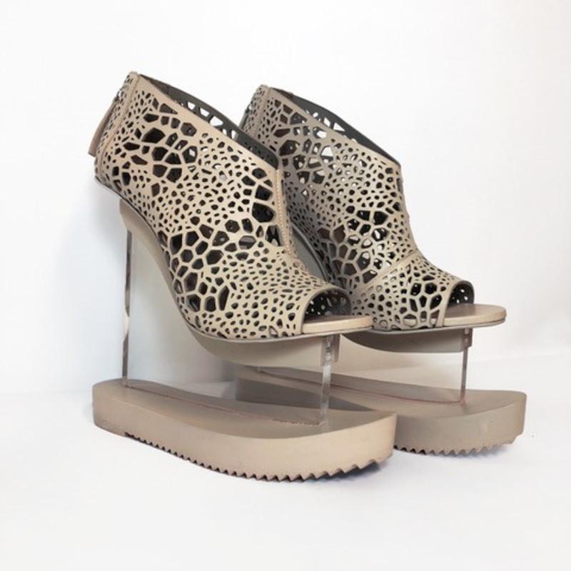 <span class=&#34;artist&#34;><strong>Iris van Herpen</strong><span class=&#34;artist_comma&#34;>, </span></span><span class=&#34;title&#34;>Aero Shoes <span class=&#34;title_comma&#34;>, </span></span><span class=&#34;year&#34;>2016</span>