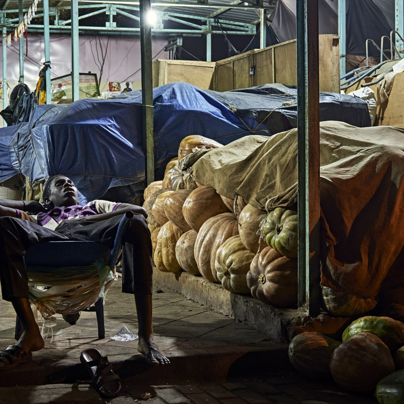 HÉCTOR MEDIAVILLA, SORRY WE'RE CLOSED #14 - Petit Marché de Niamey, 2017