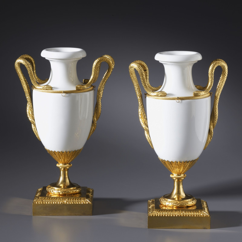 Locré - A pair of Louis XVI vases by Locré, Fabrique de la Courtille, Paris, date circa 1780