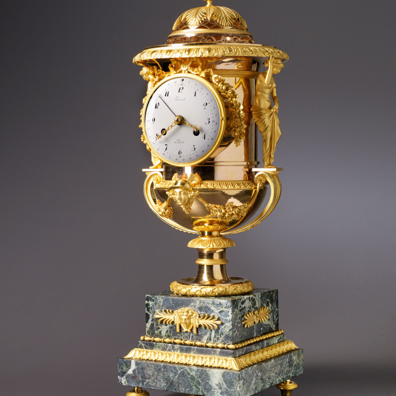 Laurent - An Empire Medici vase-shaped mantel clock by Laurent à Paris housed in a case attributed to Pierre-Philippe Thomire, Paris, date circa 1810