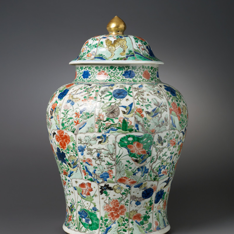 Famille Verte - A Chinese vase and cover, Kangxgi period (1662 - 1722)