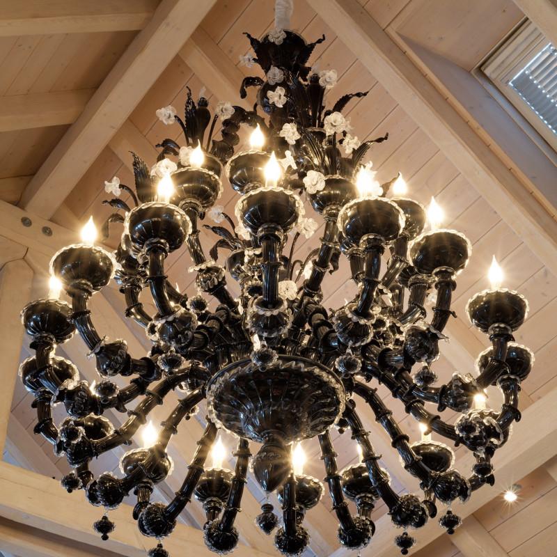 Murano - A black Murano glass chandelier with 36 lights, Murano, Venice, date 20th Century