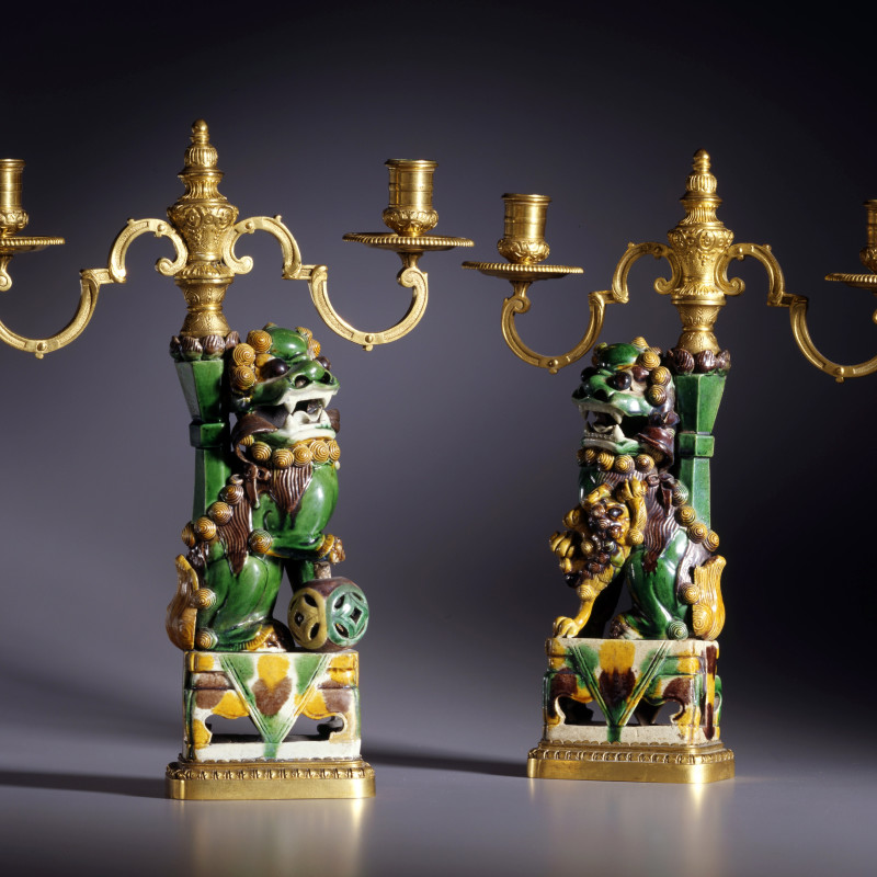 Escalier de Cristal (attributed to) - A pair of K'ang Hsi period three-light candelabra attributed to Escalier de Cristal, The Porcelain: Chinese, Qing dynasty, K'ang Hsi period (1662-1722)The gilt mounts: Paris, date circa 1860-80