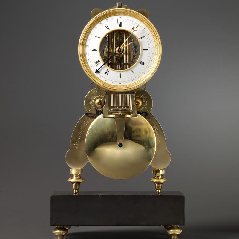 Verneuil Jeune - A Directoire / Empire clock, signed Verneuil Jeune à Paris, Paris, date circa 1795-1805