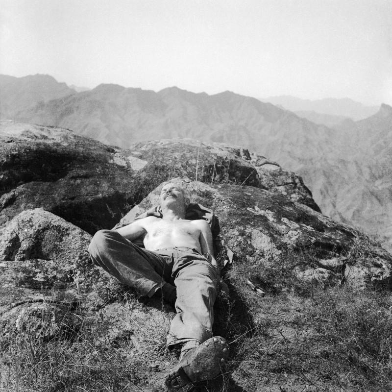 Sha Fei, HenryNorman Bethune Sunbathing, 1939, Courtesy of Ms. Wang Yan. Thanks to the Art Museum of Beijing Fine Art Academy.
