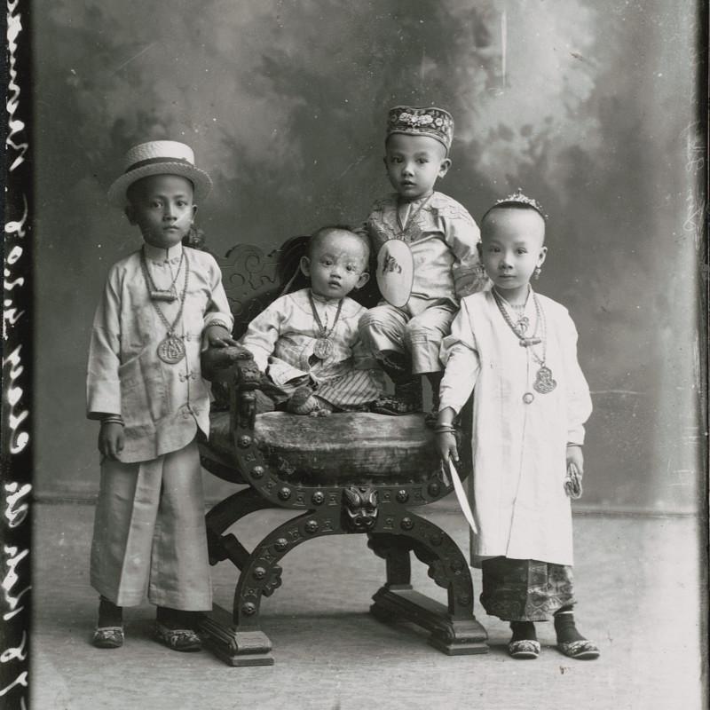 Crossroads - Singapore through the lens 1870-1940