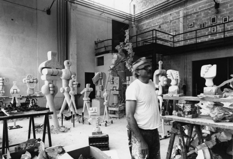 Sorel Etrog, Sorel Etrog at the Michelucci Foundry, 1976