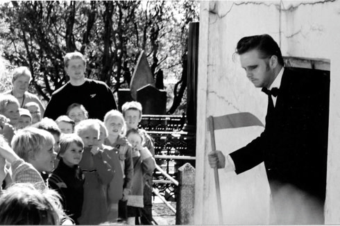 RAGNAR KJARTANSSON, Death and The Children, 2002