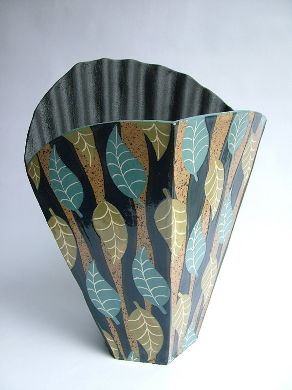 Hilary Coole, Pleat scallop vessel - curvy leaf blue/mustard