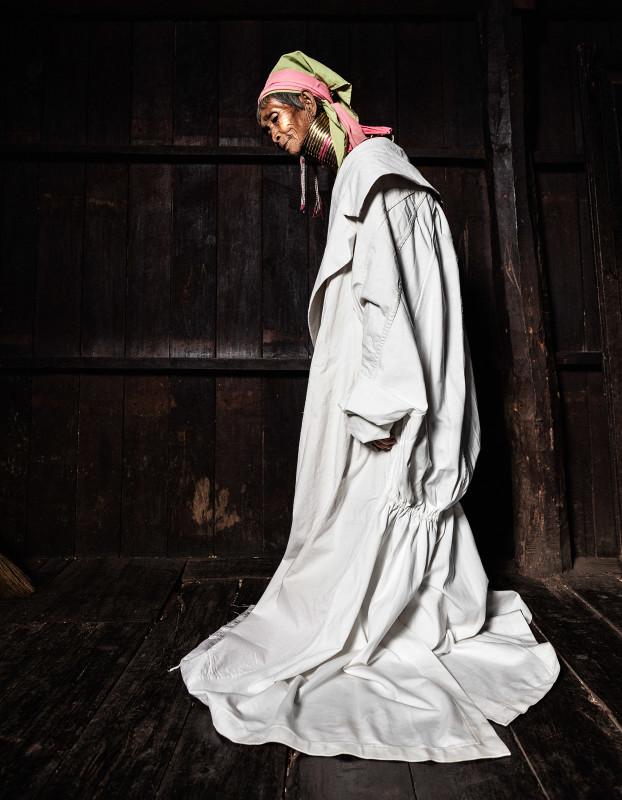 Mu Lon - The granny in the white dress