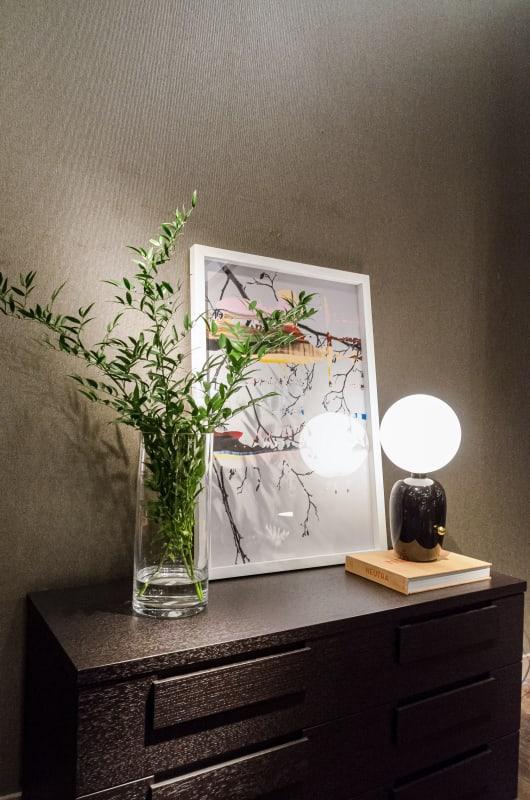 Nanna Hänninen Painted Branch of Alder, 2012 Print on photo paper, Matte laminate 61,27 x 92 cm