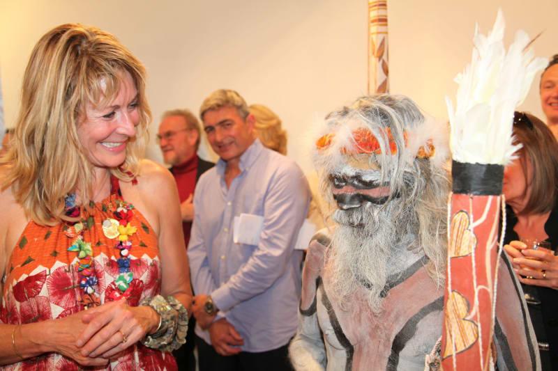 Rebecca Hossack with Gali Yalkarriwuy Gurruwiwi at his exhibition