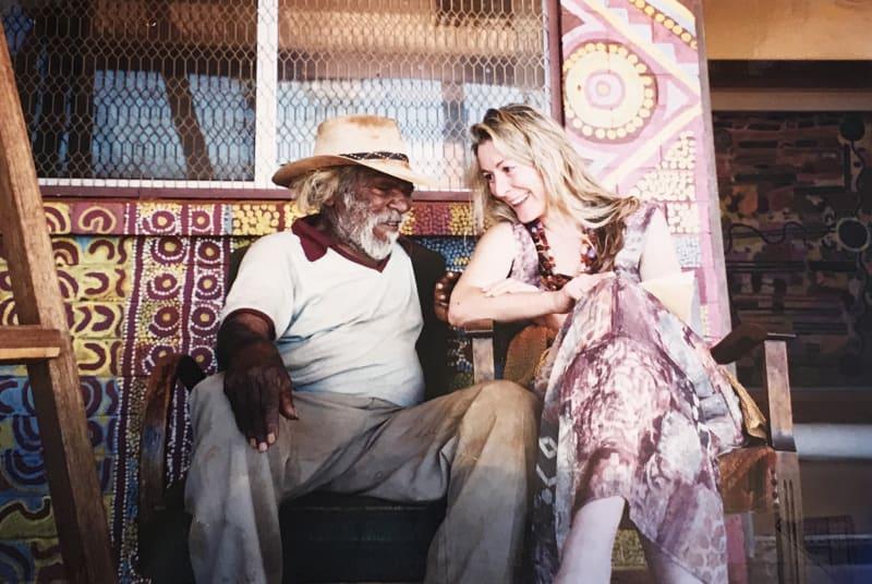 Rebecca Hossack with Paddy Stewart Japaljarri in Yuendumu