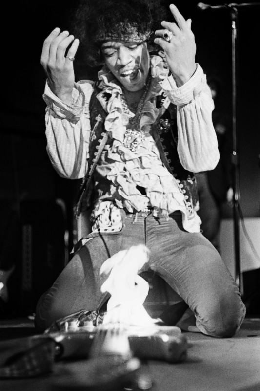 JIMI HENDRIX SETS FIRE TO HIS GUITAR, MONTEREY INTERNATIONAL POP MUSIC FESTIVAL, 1967