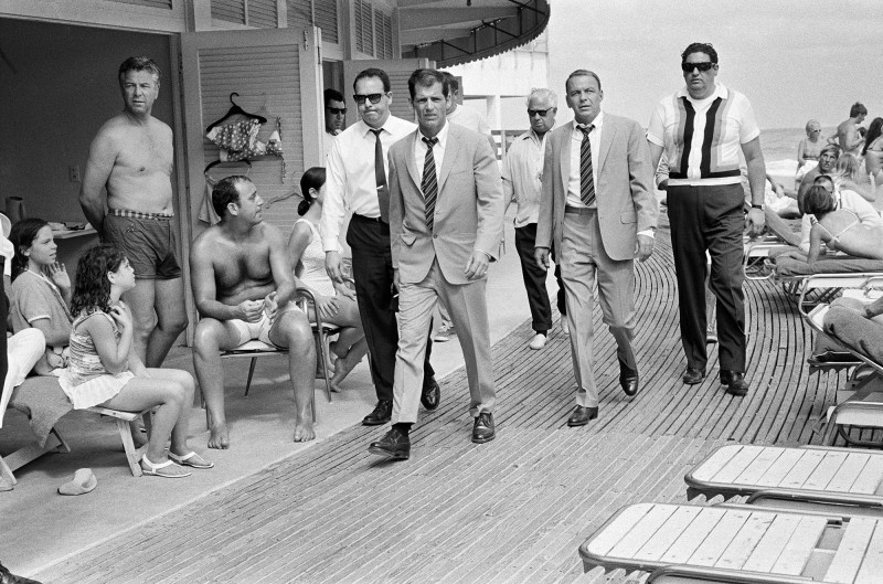 FRANK SINATRA WITH HIS STAND-IN AND BODYGUARDS ARRIVING ON LOCATION, MIAMI BEACH, 1968