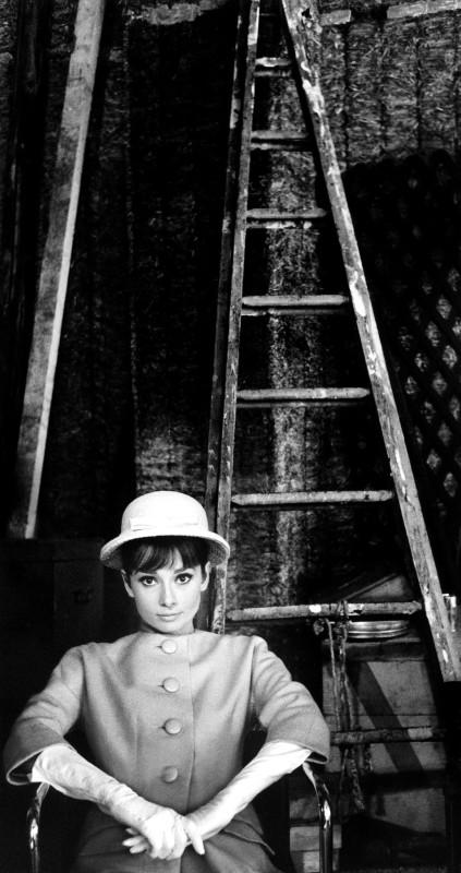 AUDREY HEPBURN ON THE SET OF 'PARIS WHEN IT SIZZLES', BOULOGNE STUDIOS, PARIS, 1962