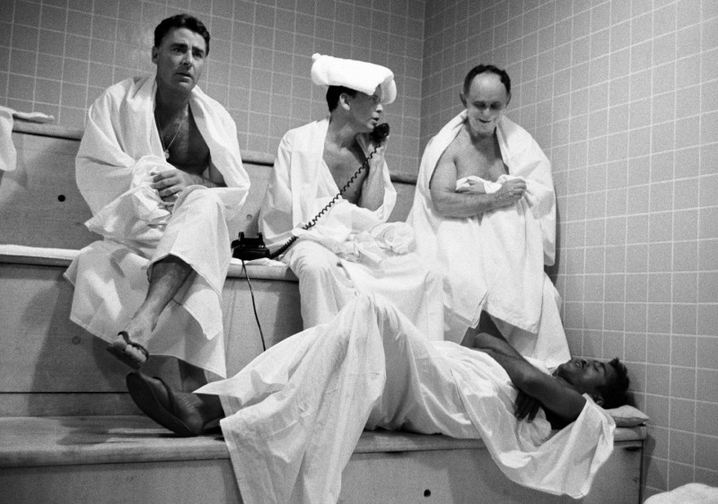 PETER LAWFORD, FRANK SINATRA, AL HART AND SAMMY DAVIS JUNIOR IN THE STEAM ROOM AT THE SANDS HOTEL, LAS VEGAS, 1960
