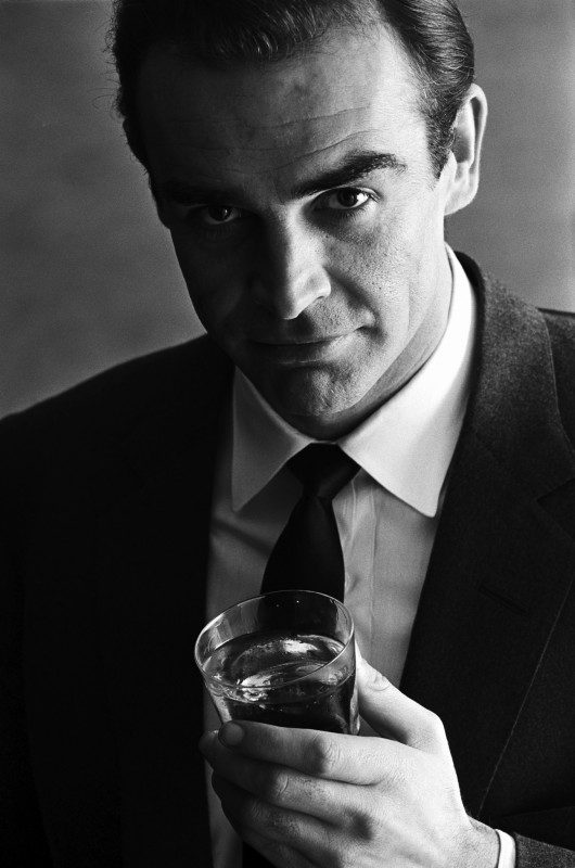 SEAN CONNERY, ADVERTISING SHOOT FOR SMIRNOFF VODKA, LONDON, 1 JANUARY, 1962