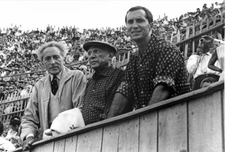 JEAN COCTEAU,PABLO PICASSO ET LUIS MIGUEL DOMINGUIN, ARÈNES D'ARLES, 1959