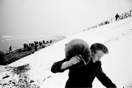GATHERING SEA COAL, HARTLEPOOL, WINTER, 1960-1961